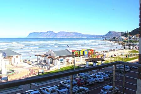 Perfect Beach Apartment - Surfer's dream! - Cape Town