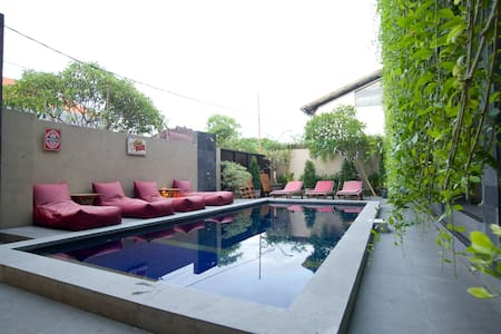New cozy room near Seminyak beach - KUTA - Bed & Breakfast