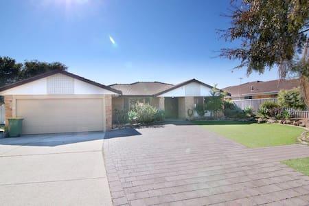 Perth Murdoch Accommodation - Murdoch - House