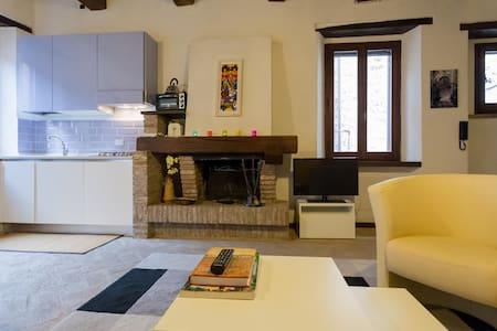 Charming house in historic centre - Spello - Casa