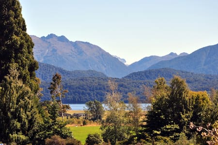Blue Thistle Cottages....mountain view cottage - Te Anau