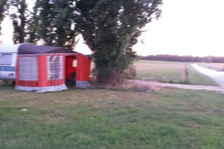 Caravane en pleine campagne - Zomerhuis/Cottage