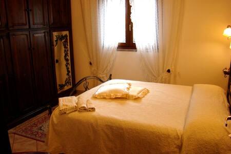 CAMERA DOPPIA USO SING. CON BAGNO - Fiumicino-isola Sacra - Bed & Breakfast