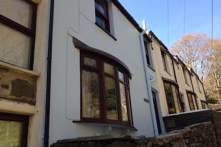 2 Bed Cottage in Snowdonia - House