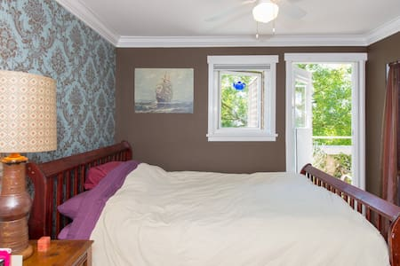 Cozy Quayside 1 Bedroom Apartment - North Vancouver - Lejlighed