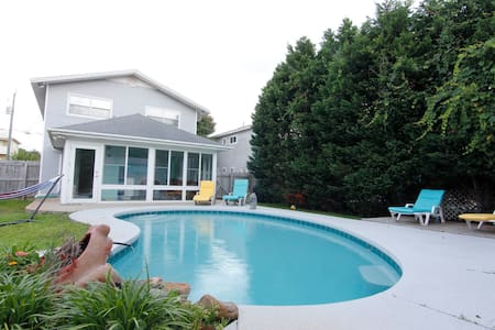 Room type: Entire home/apt Property type: House Accommodates: 16+ Bedrooms: 4 Bathrooms: 3