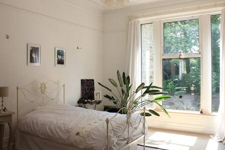 Victorian boutique hotel style room - Pis