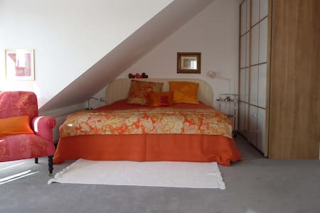 Charming, sunny 2-bedroom, Munich - Germering - House