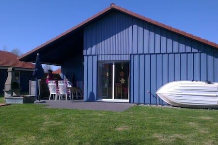 Ferienhaus direkt am See mit Kamin - Otterndorf