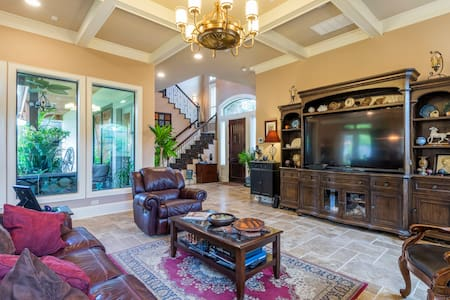 Luxurious upscale home with a Tuscan flair! - Houston - House