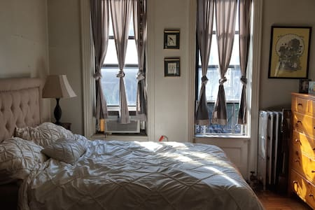 Bright UWS 2 Room Studio - New York - Apartment