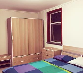 北京朝阳 六号线旁的温馨公寓 Comfortable bedroom - Casa