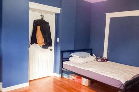 Comfortable/2 beds/near green line