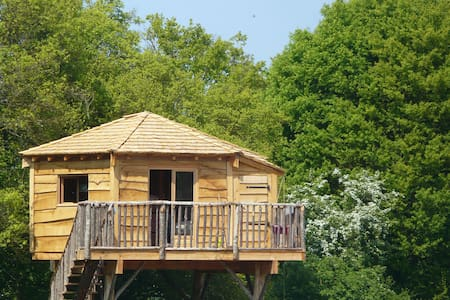 Treehouse near Guedelon & Saint Far - Treehouse