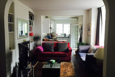 2 bed house with off street parking