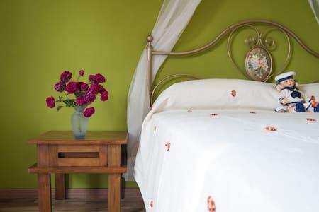 Elegante alloggio immerso nel verde - Lägenhet