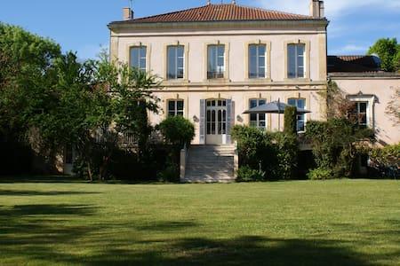 Château de Grenier: Suite familiale - Saint-Léger - Bed & Breakfast