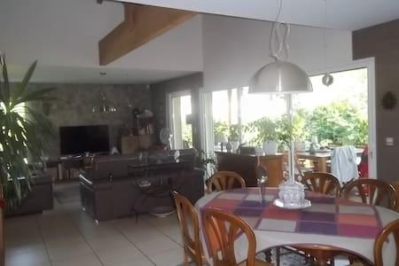 Maison au calme  à MIMIZAN bourg - Mimizan - House