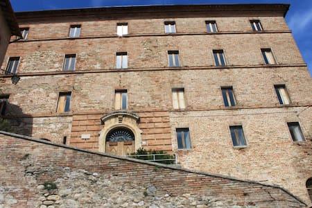 Appartamento  in palazzo storico - Montefortino - Apartemen