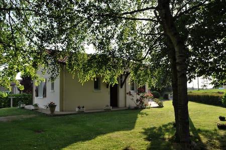 Maison au calme à la campagne - Casa