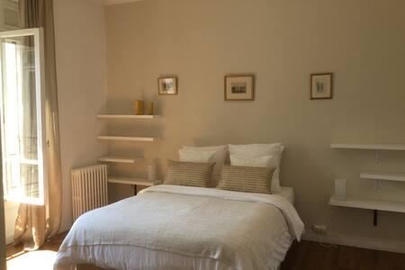 Light apartment in heart of Pau - Apartment