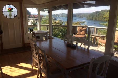 A Waterfront Cottage - Ucluelet - Dom