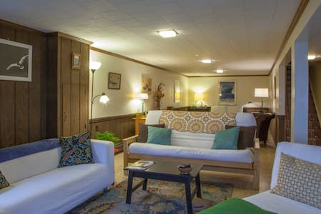 Our spacious basement apartment has the best of both town and country. Located on a quiet street next to a large park, enjoy an evening in, or walk to historic Boalsburg's shops, restaurants and bars.  Bus to PSU 3 blocks away.