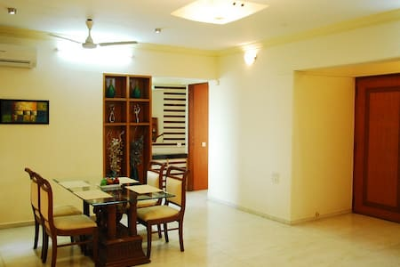 Private Room in Bandra East - Lakás
