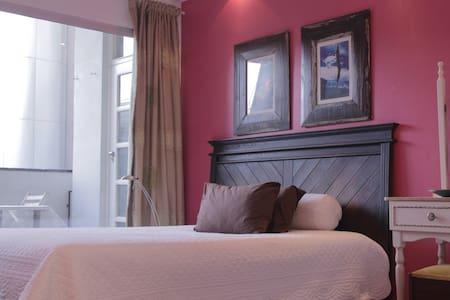 Safe, spacious apt for 4, Rosebank, Johannesburg - Apartemen