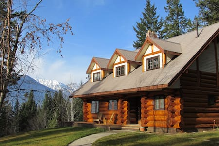 Log Home Getaway with Incredible Mountain Views - Golden