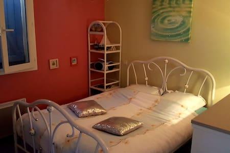 Chambre confort villa au calme hauteurs de Cahors - Villa