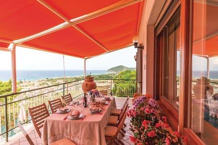 """Room-Breakfast """"Giulia"""" in Cilento - Castellabate (SA) - Villa"""