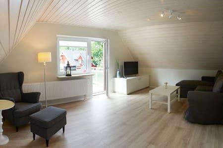Moderne Ferienwohnung am See (100m), Ostseenähe - Bünsdorf
