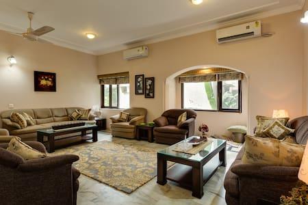 Luxury 4BD Apartment in South Delhi - New Delhi