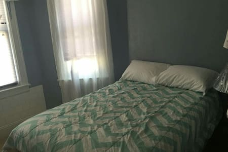 Private room in Jackson heights - Queens - House