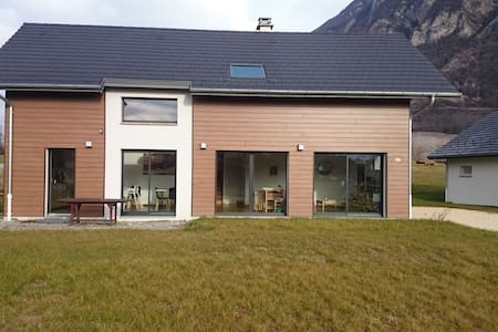 House between towns and mountains - Francin - Haus