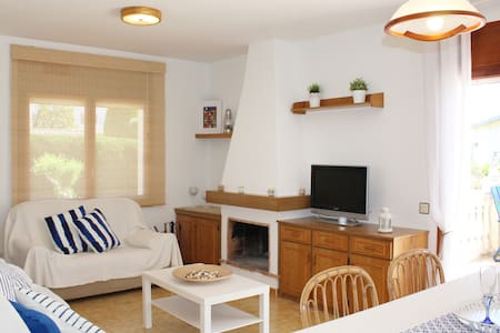 Detached house with garden close to the beach - El Vendrell - House