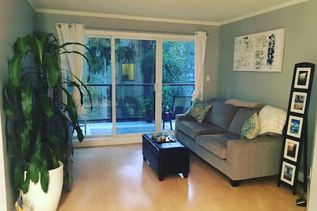 Modern, cozy, 2 min from beach! - Vancouver