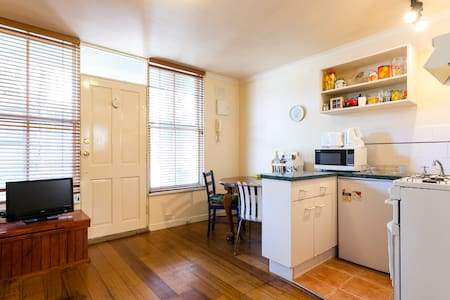 Cute, cozy and super central  - St Kilda - Apartment
