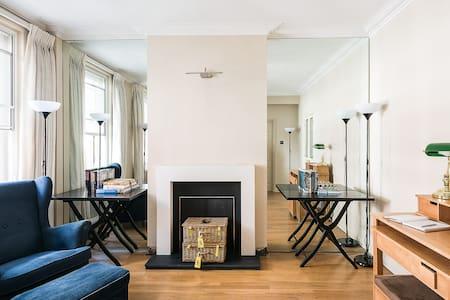 NEW! 1BR Cosy Apartment in Incredibly Central Spot - Appartamento
