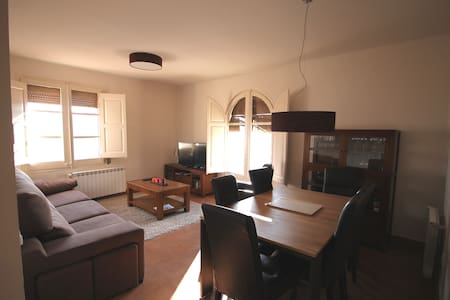 3 Bedroom Market Square View Flat - Cardona - Pis