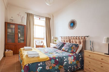 Your cosy and newly refurnished home near a Palace - Apartament