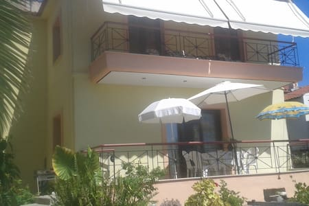 Gorgeous house 50m from sea - Pyrgadikia - Hus
