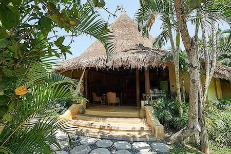 ROUND HOUSE (3BR/BEACH/POOL) - Kuta - Villa