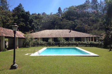 Sítio Incrível prox. à São Paulo - Sommerhus/hytte