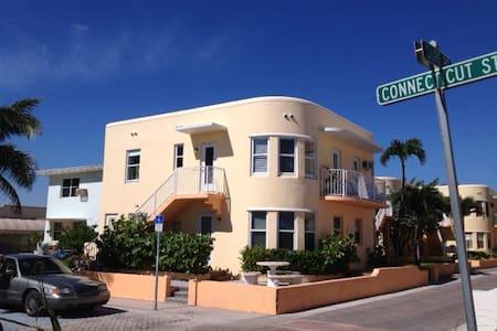 Ocean Side Villa; Great view of Beach, Ocean, Park - Hollywood