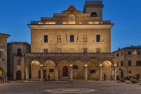 Montefalco Centro storico old town - Lejlighed
