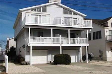 Room type: Entire home/apt Property type: Townhouse Accommodates: 10 Bedrooms: 4 Bathrooms: 2.5