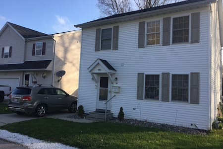 Spacious colonial near Willoughby/Downtown CLE - Huis