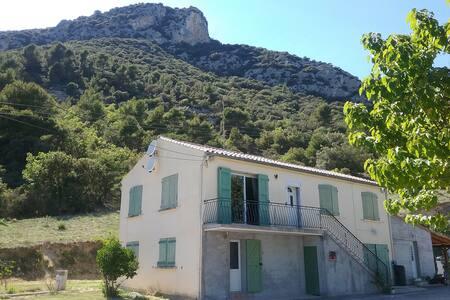 Bas de villa indépendant T2 (60m2) - Volx - Apartmen